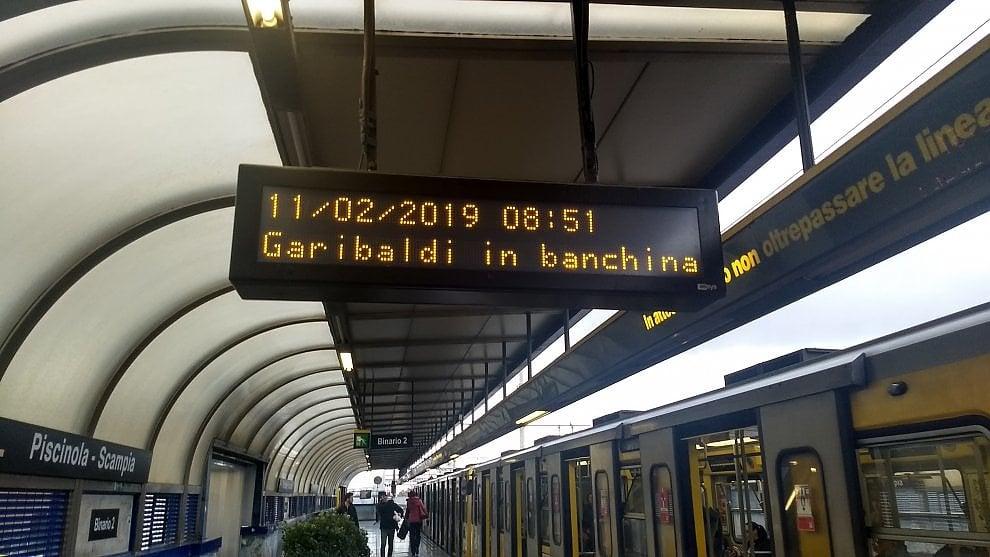 """Napoli, l'annuncio Anm nella metro diverte il web: """"Garibaldi in banchina"""""""