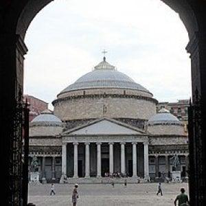 Napoli, una città dietro la grata