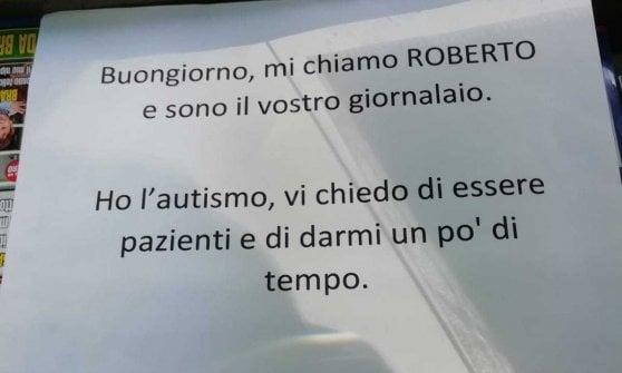 """Napoli, la sfida del giovane Roberto: """"Sono il vostro giornalaio e ho l'autismo"""""""