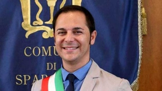 """Ditte """"amiche"""" per gli appalti delle feste di Natale, arrestato sindaco nel Casertano"""