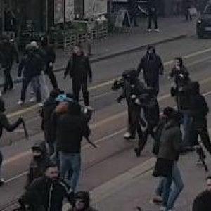 Calcio, scontri tra ultrà dello Zurigo e tifosi della Curva A del Napoli