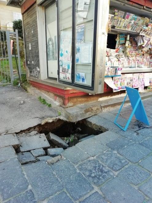Piazza Leonardo, una nuova buca nel cuore del Vomero, proteste dei residenti