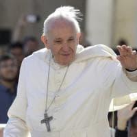 """Il Papa ai pellegrini di Benevento: """"Amico del diavolo chi passa la vita ad accusare la..."""