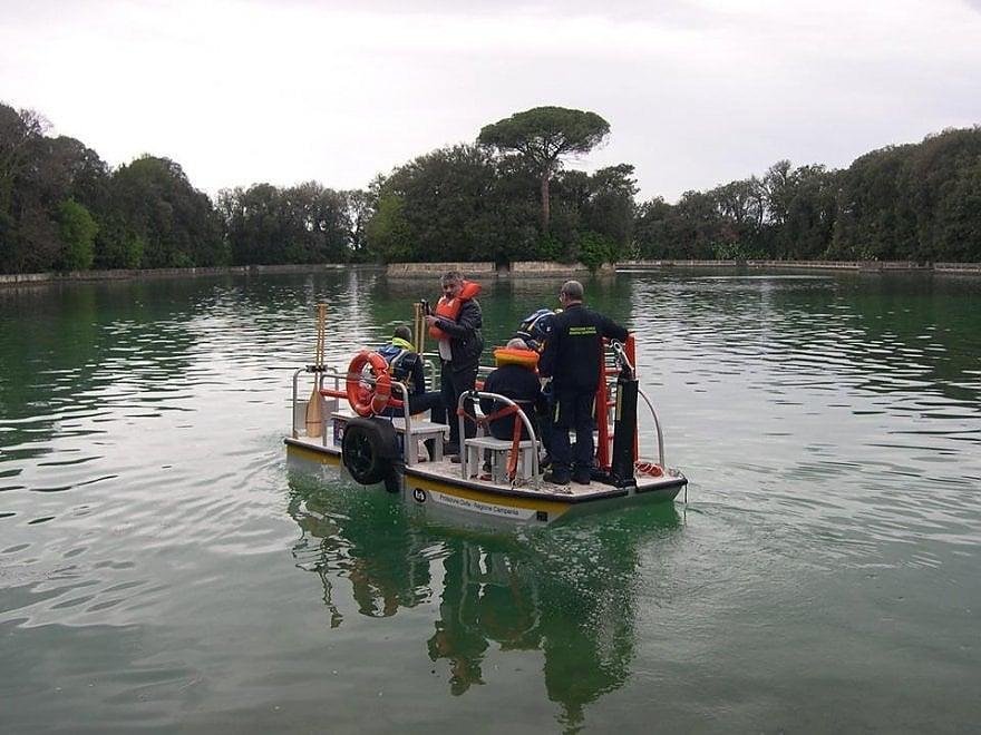Un'esercitazione della Protezione civile di Caserta per pulire il parco della Reggia