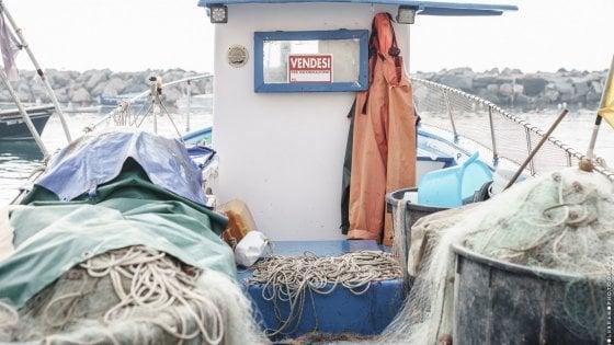 """Procida, cartelli """"vendesi"""" sui gozzi dei pescatori. La Regione assicura: """"Non sparirete"""""""