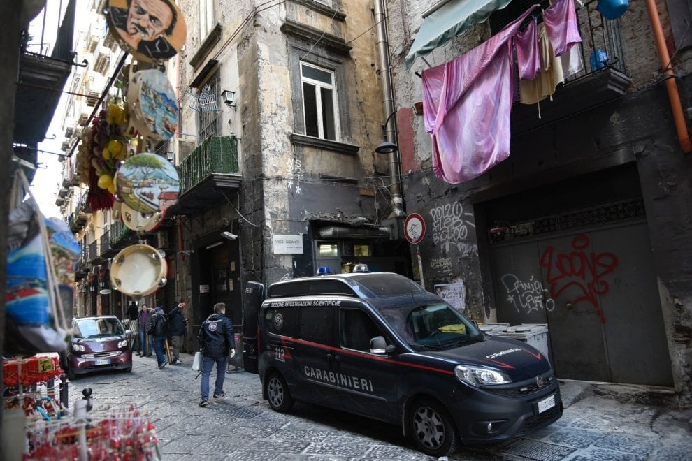 Spari contro la pizzeria Di Matteo nel centro storico di Napoli