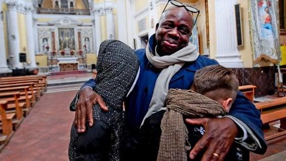 Napoli, i ragazzi si scusano con Jacoubou Ibrahim, l'immigrato aggredito al rione Sanità