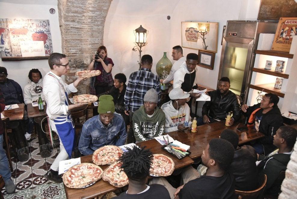 Napoli, pizza antirazzista da Sorbillo