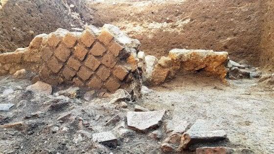 Castellammare, scoperto edificio di età romana davanti alla Circumvesuviana