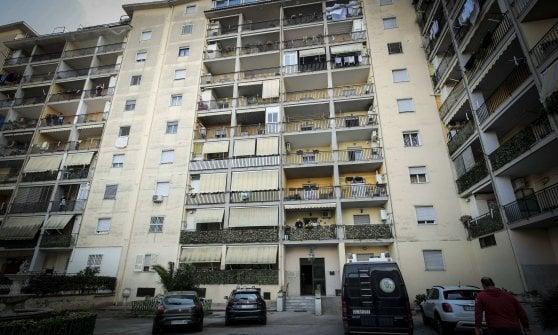 Femminicidio, donna uccisa in casa nel Napoletano. Il marito si costituisce e confessa il delitto