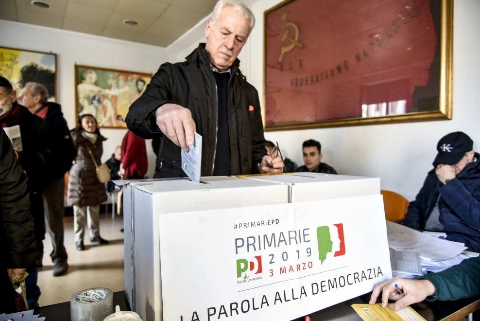 Napoli, primarie Pd: code ai seggi in centro, votano pure le suore