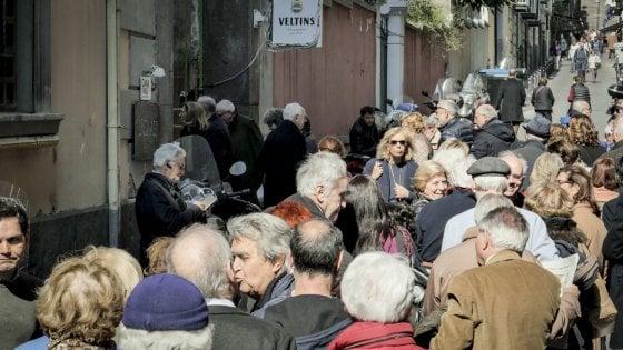 Pd, a Napoli buona affluenza alle primarie: 50mila nei seggi