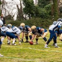 Football, la fotosequenza: il lancio di Ausiello per Conti nel derby Briganti-82ers