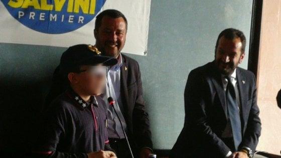 prodotti di qualità goditi il miglior prezzo design popolare Potenza, all'incontro con Salvini c'è un bambino vestito da ...