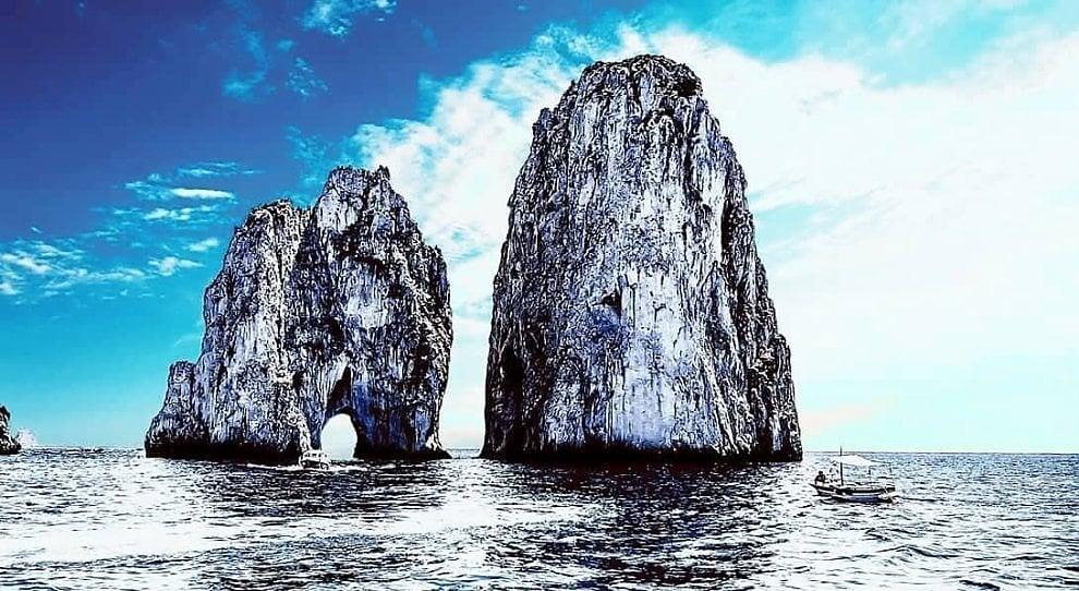 Capri, il fascino dei Faraglioni