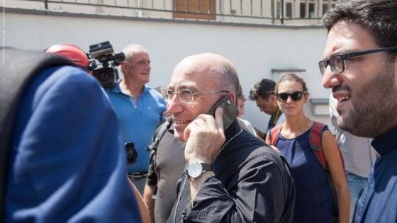 """Ischia, vescovo offeso per le sue decisioni. Parroci solidali: """"Stop a insulti gratuiti e volgari"""""""