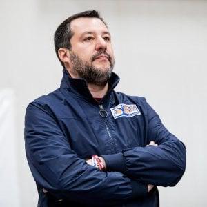 """Caserta, ex canapificio sequestrato. Salvini: """"La pacchia è finita"""""""