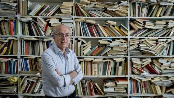 """Napoli, il filosofo Roberto Esposito """"Il Pd invisibile torni nelle periferie tra la gente: la politica non si fa nei tribunali"""""""