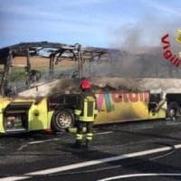 Bus di una scolaresca proveniente da Caserta in fiamme sull'A1: nessun ferito
