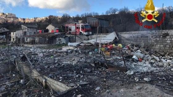Esplode una fabbrica di fuochi d'artificio in Irpinia: muore il titolare