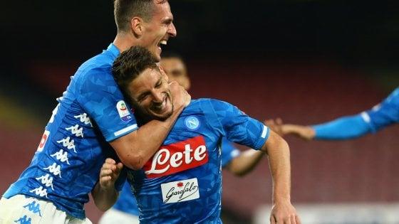 Napoli, poker all'Udinese con un po' di fatica nel primo tempo: decidono Milik e Mertens