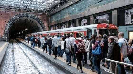 Napoli, sospese tre tratte della Circumvesuviana: disagi per i pendolari