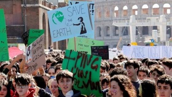 """Clima, Aldo Masullo: """"L'onda verde dei giovani che sferza la politica"""""""