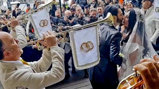 Napoli, le nozze trash: quella cerimonia che offende la città