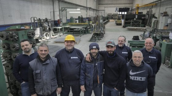 Miracolo operaio, ad Acerra 12 lavoratori acquistano la fabbrica con il Tfr