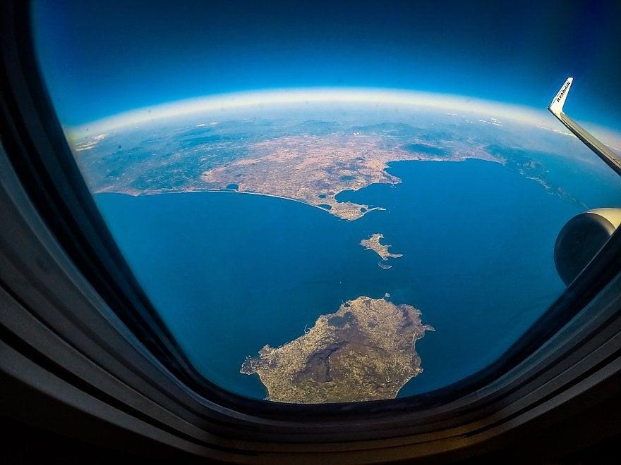 Dall'aereo l'incanto del golfo di Napoli: in volo su Ischia, Procida e i Campi Flegrei