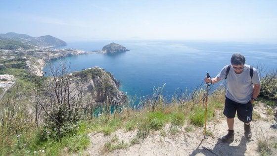 "Ischia, torna ""Andar per sentieri"": l'isola si scopre a piedi"
