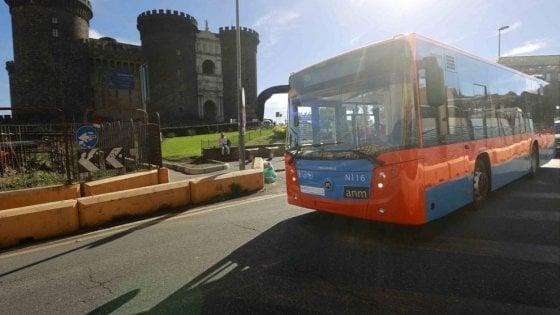 Napoli, nel weekend chiude la metro Linea 2: il Comune assicura più bus in strada