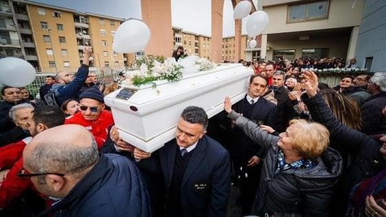 Bambino ucciso a Cardito dal patrigno, arrestata la madre