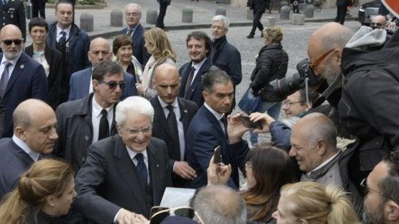 """Napoli, visita a sorpresa di Mattarella a San Giovanni a Teduccio: """"Un omicidio davanti a un bambino è un'atrocità"""""""