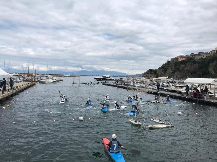 Agropoli, lo spettacolo della canoa polo: parte dal Cilento il campionato di serie A