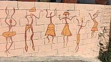 Roccabascerana, il murale dipinto dai migranti racconta la gioia del raccolto