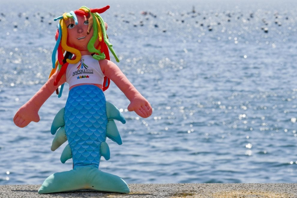 Universiade, la mascotte Parthenope e la fiaccola