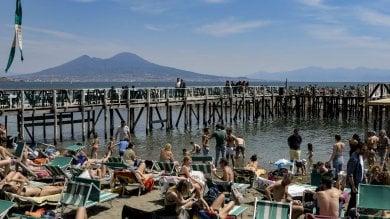 Napoli, vacanze di Pasqua tutti al mare