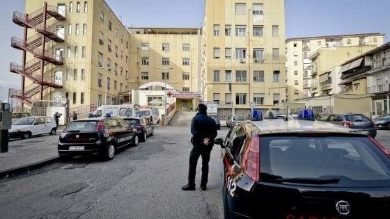 Napoli, divaricatore nell'addome dopo intervento all'utero: Nas all'ospedale Loreto Mare