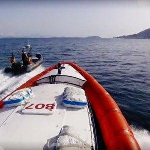 Diportisti in balia del mare, salvataggio al largo di Ischia