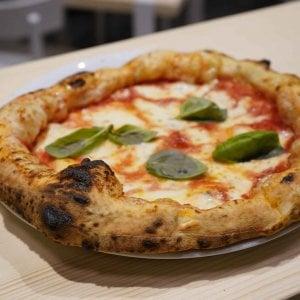 Napoli, cameriere dell'Est picchiato da un collega in una pizzeria