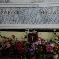 Fiori sulla tomba del criminale nazista nel casertano, l'Anpi: