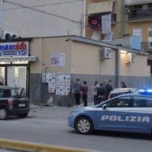 Napoli, morto in ospedale il proprietario di un supermarket: confessa il figlio