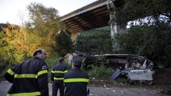 Strage bus ad Avellino, strade poco sicure: sequestrate le barriere di 12 viadotti dell'A16