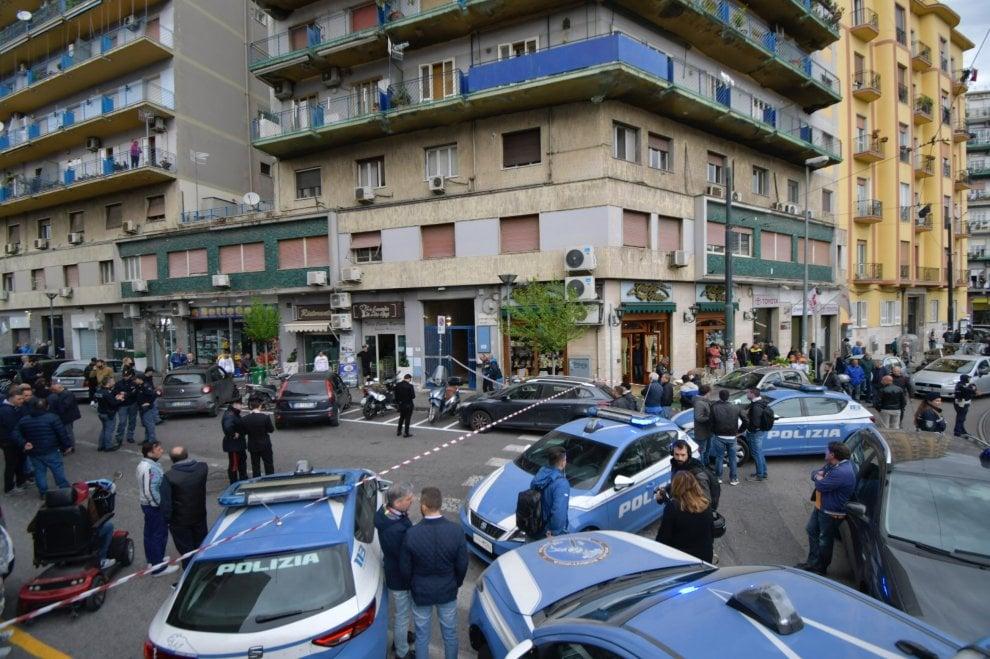 Napoli, spari tra la folla in piazza Nazionale: ferita anche una bimba di 4 anni
