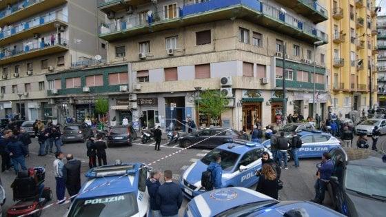 Napoli, spari tra la folla: ferita gravemente anche una bimba di quattro anni