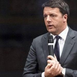 """Renzi contro Salvini per il caso del selfie molesto a Salerno: """"Per un video può chiedere sequestro cellulare?"""""""