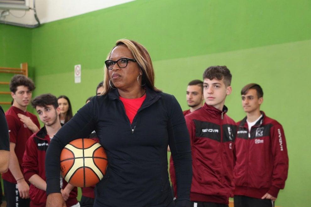 Due stelle del basket Usa in campo con i ragazzi napoletani