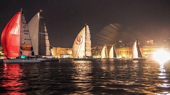 Napoli, regata nella notte con 120 vele: in gara la barca dei ragazzi a rischio