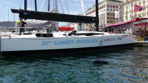 Vela, una barca targata Universiade di Napoli 2019 alla Tre Golfi